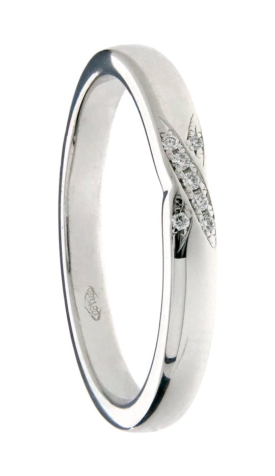 Wedding ring with criss cross pave detail
